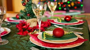 The Complete Guide To Christmas Dinner Table Decorating