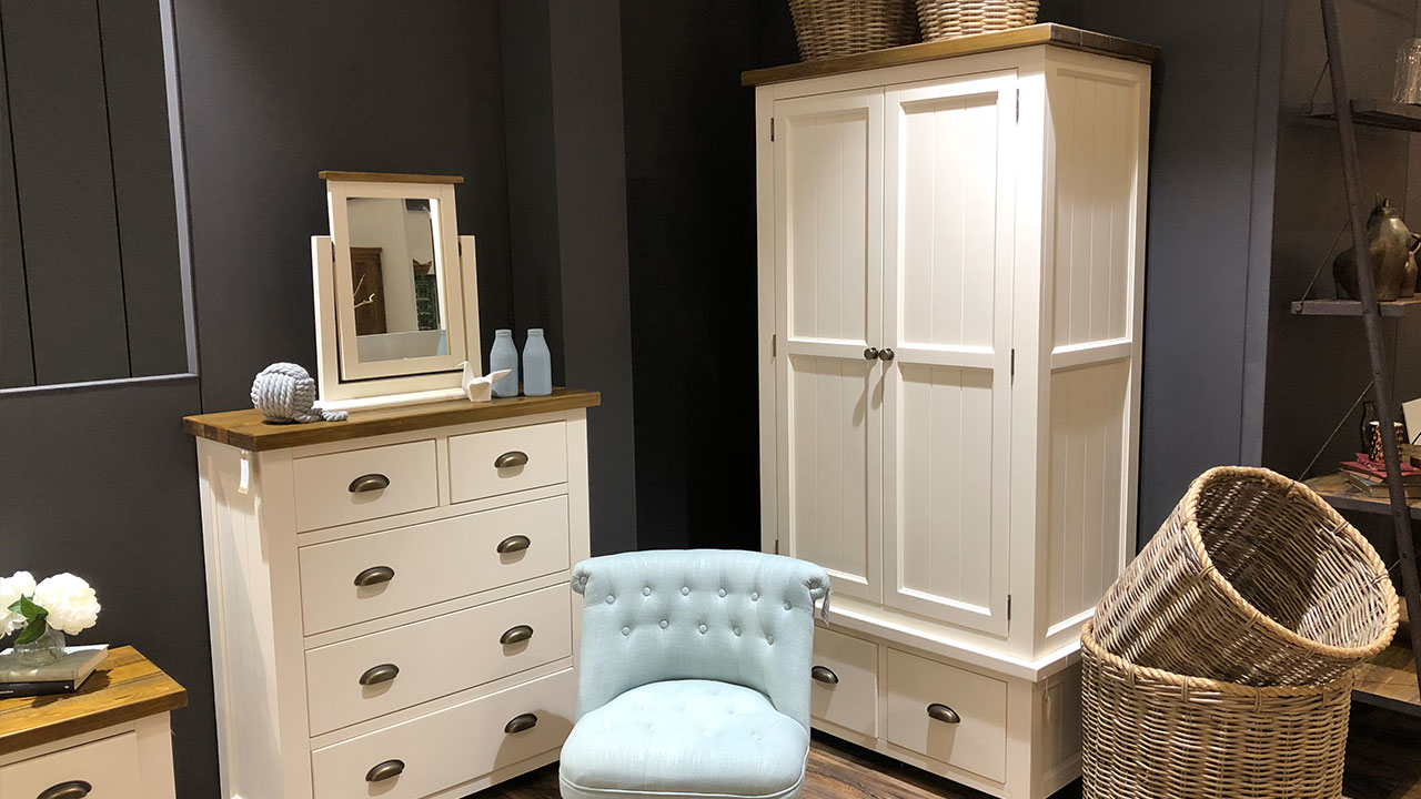 Cotswold Rustic Pine Furniture in White Painted