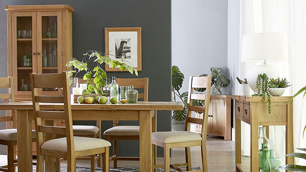 What Colours Go With Oak Furniture, What Colour Laminate Flooring Goes With Oak Furniture